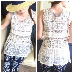 Gorgeous Urban Outfitters Crochet Lace Overlay Top